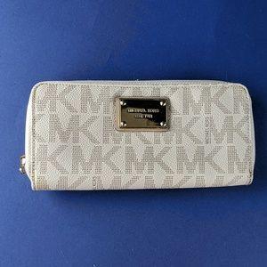Michael Kors Zipper Wallet, Off-White